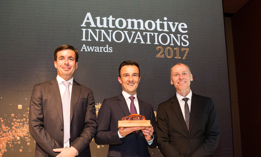 Albéric Chopelin (Mitte), CEO Groupe PSA in Deutschland, erhält AutomotiveINNOVATIONS Award (Foto Groupe PSA)